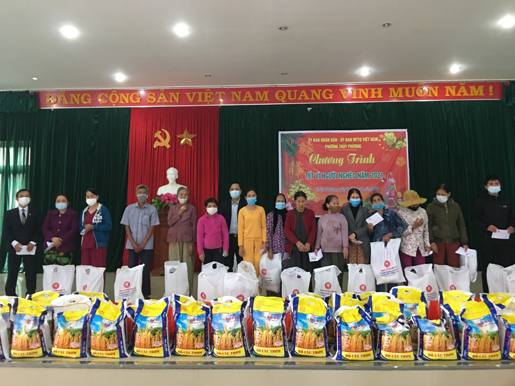 CBCNV Công ty CP Long Thọ tặng quà cho người nghèo đón tết Tân Sửu 2021